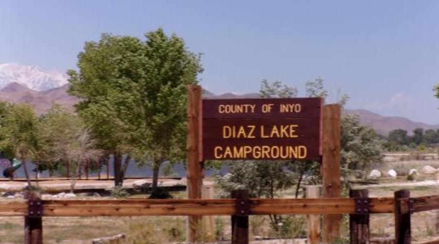 Picture of Diaz Lake sign and trees