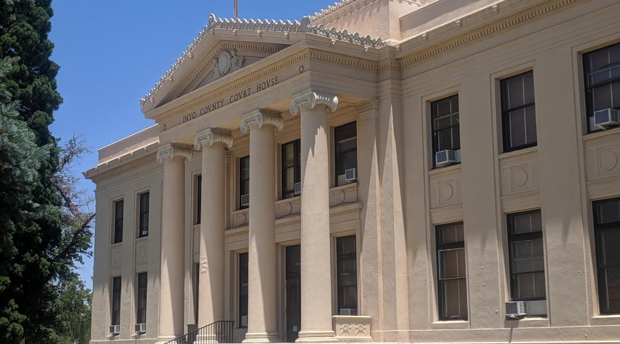 A picture of the Inyo County Courthouse circa 2019