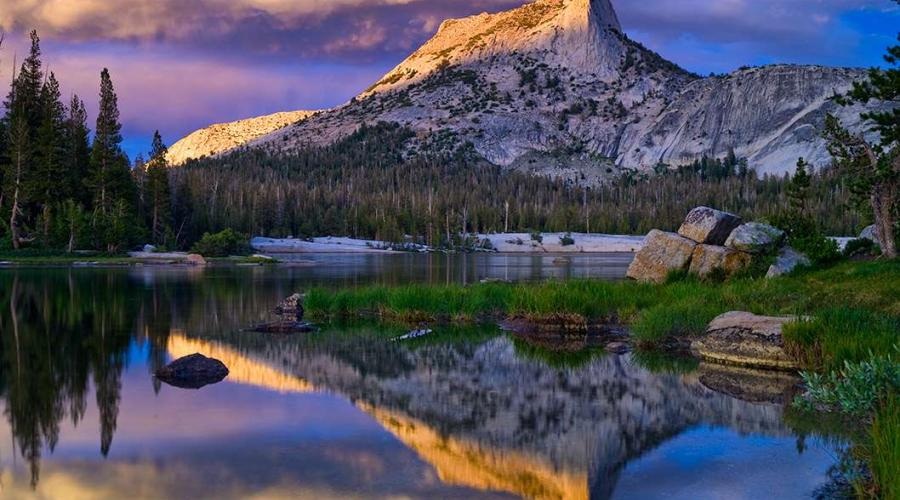 Mountain and lake in the Eastern Sierras