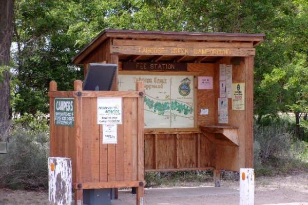 Picture of the kiosk at Taboose Creek Campground